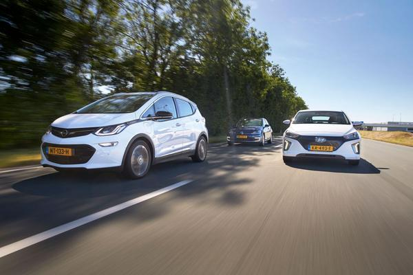Video: Triotest - Opel Ampera-e vs VW e-Golf vs Hyundai Ioniq