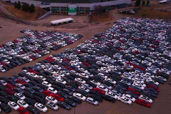Fitch: Volkswagen lijkt op juiste weg