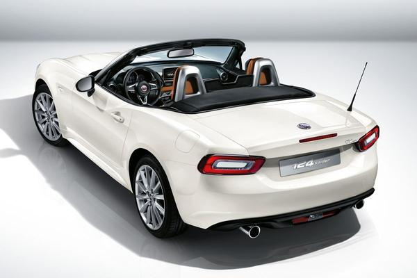 Video: Journaal - Fiat 124 Spider vs MX-5