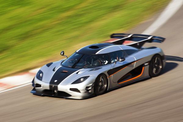 AutoWeek Top 10: sneller dan Dafne Schippers