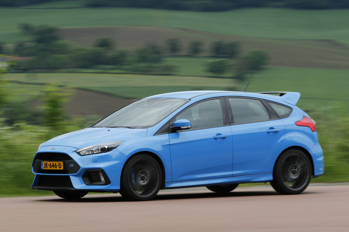 ford focus rs 2016 autotests. Black Bedroom Furniture Sets. Home Design Ideas