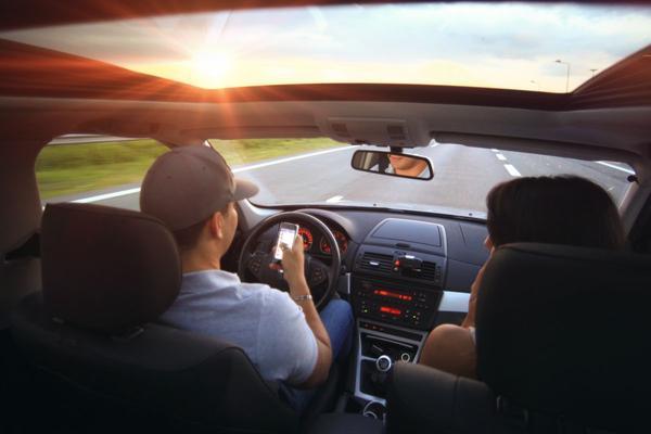 Fors meer boetes voor bellen tijdens rijden