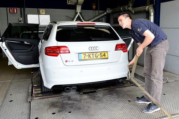 Video: Op de rollenbank - Audi RS3