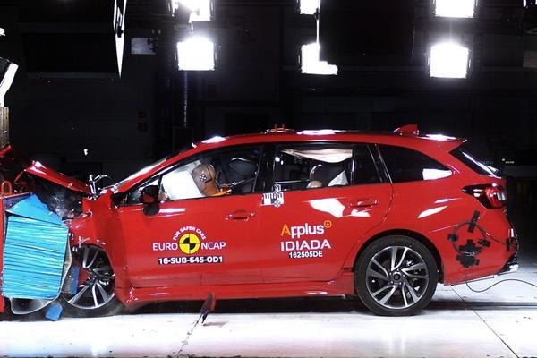 Vijf NCAP-sterren Renault Scénic en Subaru Levorg