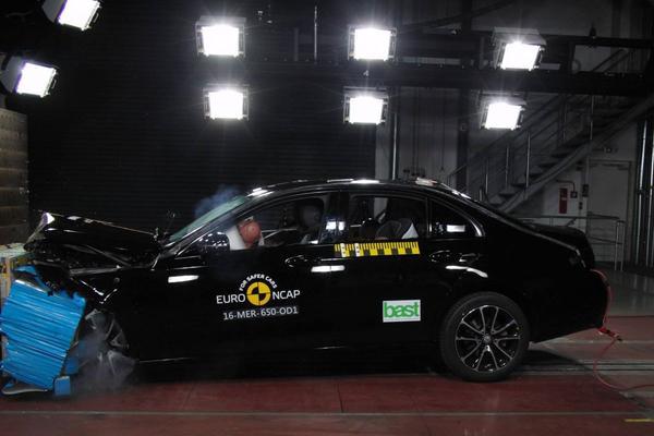 Vijf NCAP-sterren voor Mercedes-Benz en Peugeot