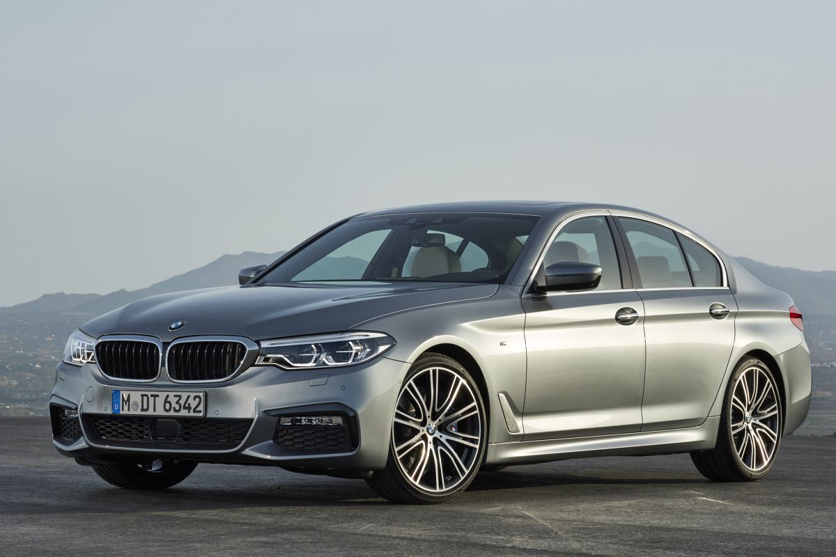 2017 bmw 5 series g30 sedan g31 touring. Black Bedroom Furniture Sets. Home Design Ideas
