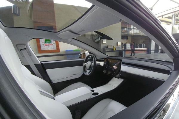 Betere blik op Tesla Model 3-interieur