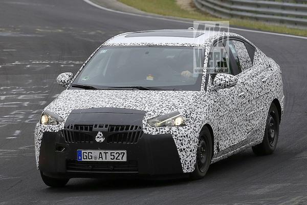 Opel Corsa Sedan opnieuw in beeld