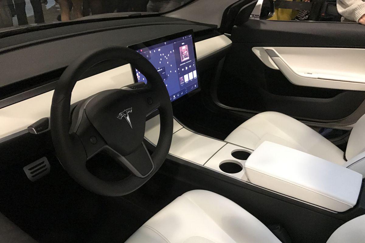 39 model 3 alleen met achterwielaandrijving 39 autonieuws for Interieur tesla