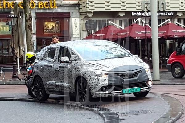 Nieuwe Renault Scénic zwerft door Nederland