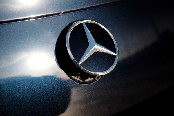 Daimler roept bijna miljoen auto's terug