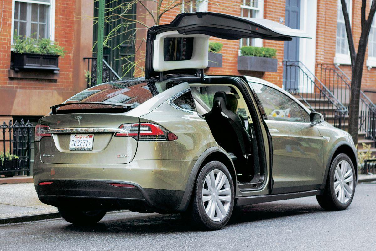 """""""De Tesla Model X biedt ruimte voor maarliefst 7 personen!"""""""