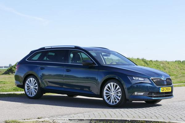 autotest skoda superb combi 2 0 tdi businessline style. Black Bedroom Furniture Sets. Home Design Ideas