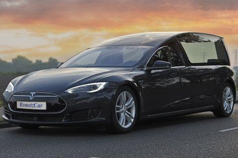Nederlands bedrijf bouwt Tesla Model S rouwauto