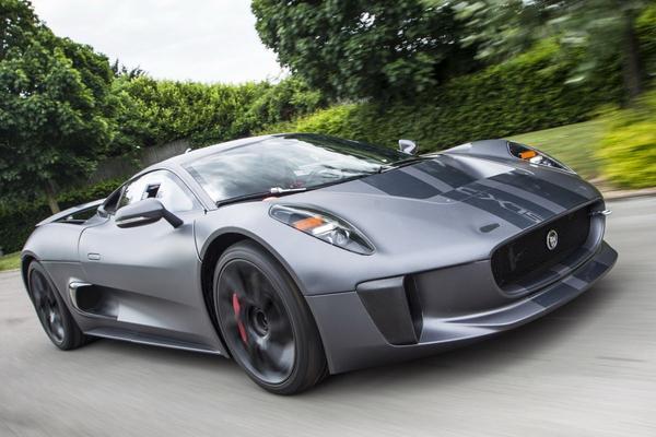 'Jaguar C-X75 is slechterik in Bond-film'
