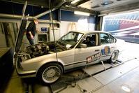 Barrelbrigade op de rollenbank - BMW 518i