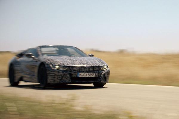 BMW laat ingepakte i8 Roadster zien