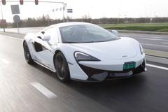 Lezers rijden mee in McLaren 570S