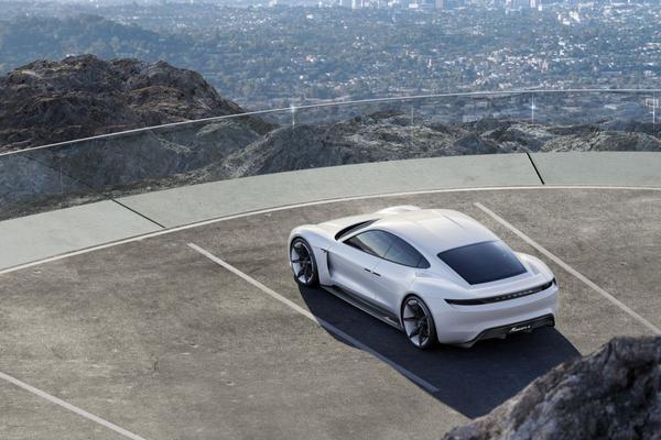 'Porsche wil 20.000 EV's verkopen in jaar 1'