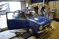 Op de rollenbank - Fiat 850 Coach