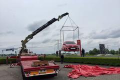 Nieuwe Giant Kia Picanto langs A2 Breukelen