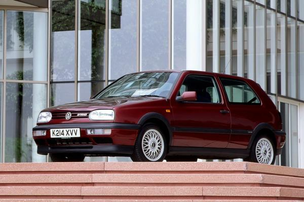 Video: De 7 .. heetste hatchbacks van de 90's