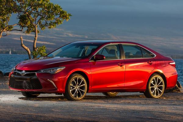 Toyota Camry versus Honda Accord: wie won 2016