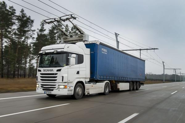 Scania test met 'elektrische snelweg'