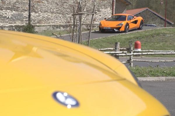 Video: Mercedes-AMG GT S vs McLaren 570S - Dubbeltest