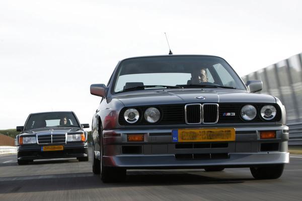 Bumperkleven met 190 op snelweg