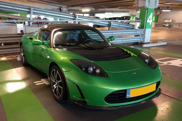 In het wild: Tesla Roadster (2010)