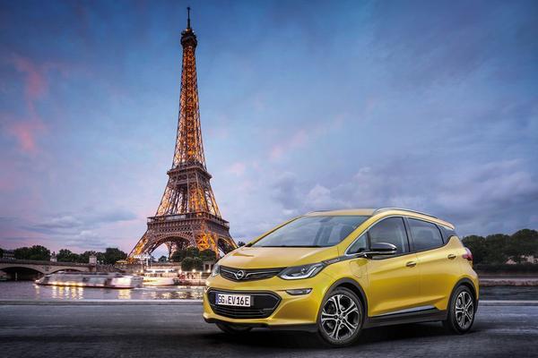 Opel schijnt licht op Ampera-e