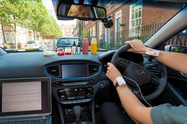 'Vrouwen agressiever achter het stuur dan mannen'