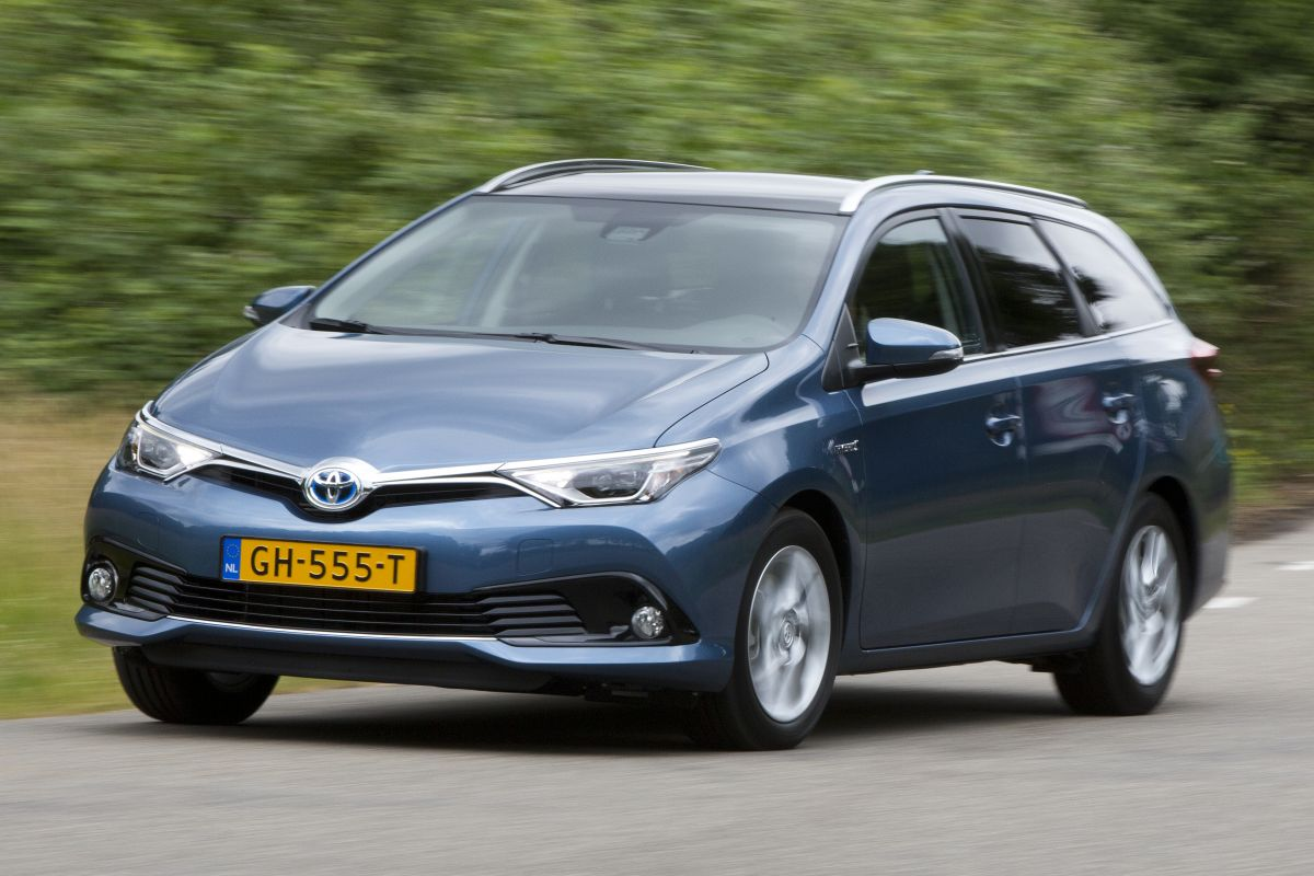 toyota toyota auris touring sports 1 8 hybrid lease 2015 autotests. Black Bedroom Furniture Sets. Home Design Ideas