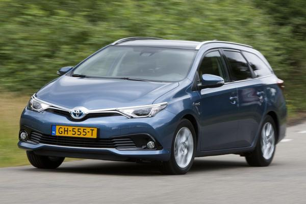 autotest toyota toyota auris touring sports 1 8 hybrid. Black Bedroom Furniture Sets. Home Design Ideas