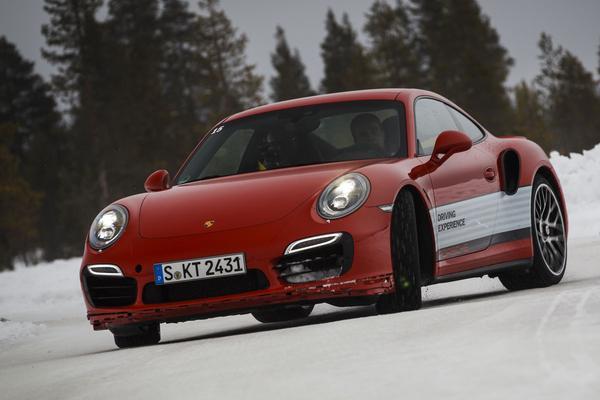 Op ijs gereden: Porsche 911 Turbo S