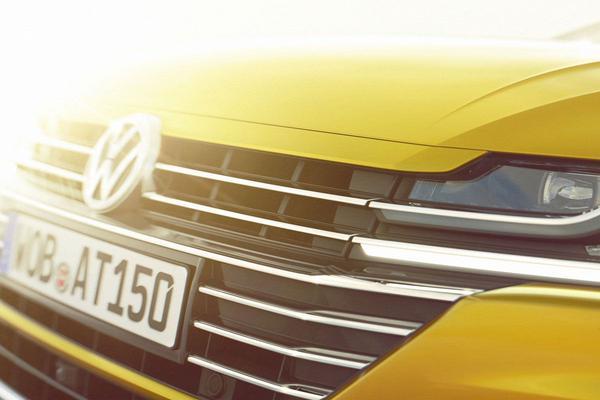 Volkswagen Arteon kijkt om de hoek