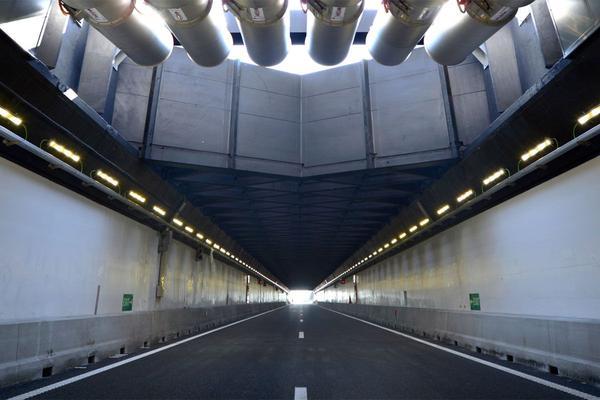 Gerenoveerde Velsertunnel weer open