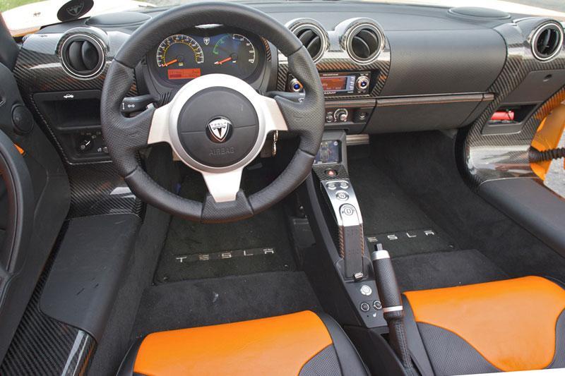 Tesla roadster sport 2010 autotests for Interieur tesla