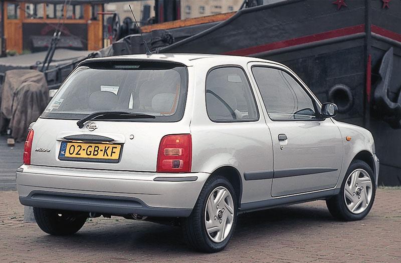 Nissan micra 1 0 comfort specificaties auto vergelijken for Interieur nissan micra 2000