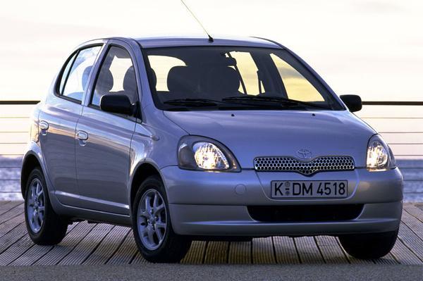 Toyota yaris 1 3 16v vvt i linea luna 2000 for Interieur toyota yaris 2000