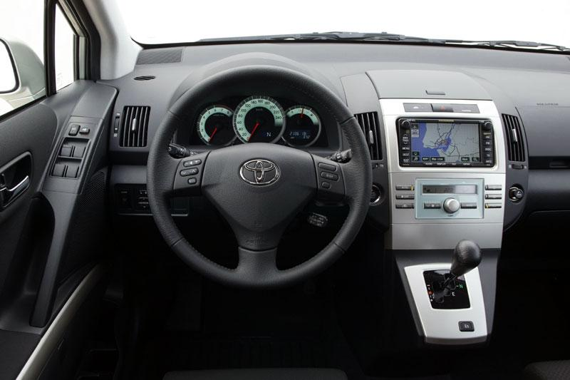 toyota corolla verso 1 8 16v vvt i executive specificaties. Black Bedroom Furniture Sets. Home Design Ideas
