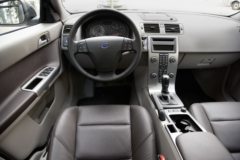 volvo v50 1 6d drive start stop edition ii 2010 autotests. Black Bedroom Furniture Sets. Home Design Ideas