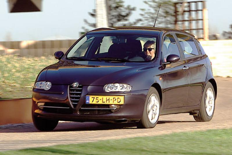 alfa romeo 147 1 9 jtd 16v distinctive 2003 autotests. Black Bedroom Furniture Sets. Home Design Ideas