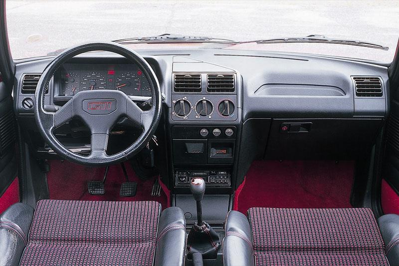 Peugeot 205 gti 1 9 specificaties auto vergelijken for Interieur 205 gti