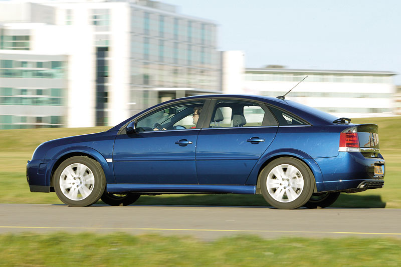opel vectra gts 2 0 turbo 2004 autotests. Black Bedroom Furniture Sets. Home Design Ideas