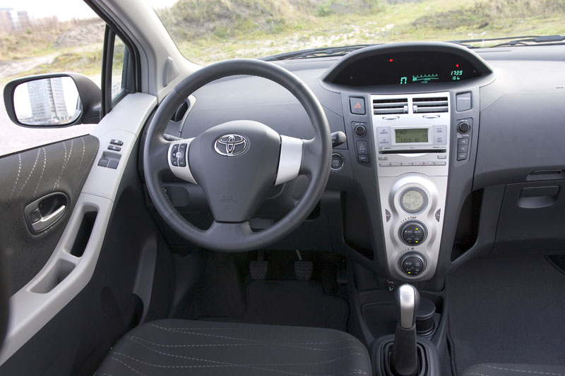 Toyota yaris 1 3 16v vvt i linea luna 2006 autotests for Interieur yaris 1