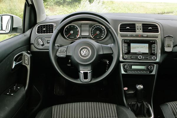 Autotest volkswagen polo 1 4 highline for Polo 6 interieur