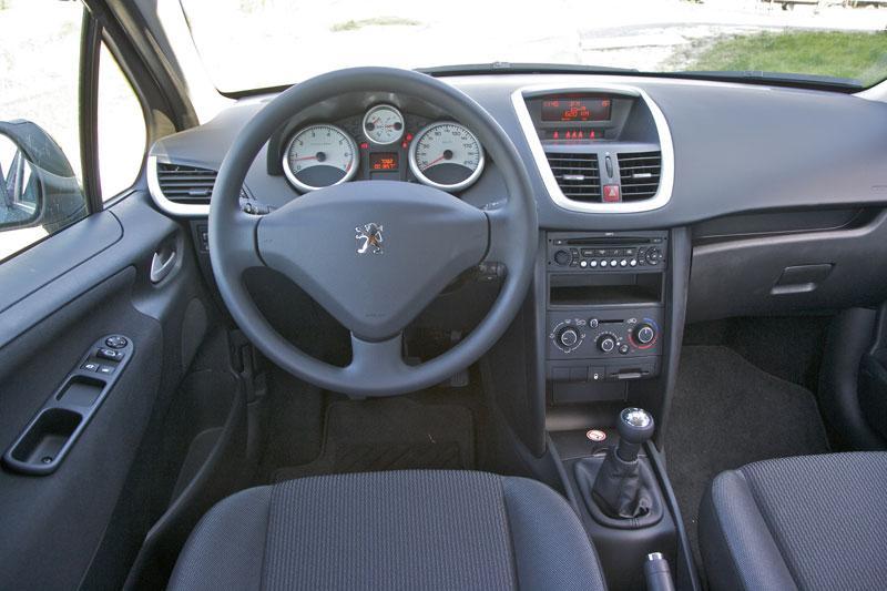 Peugeot 207 sw x line 1 4 16v vti 2009 autotests for Interieur 207
