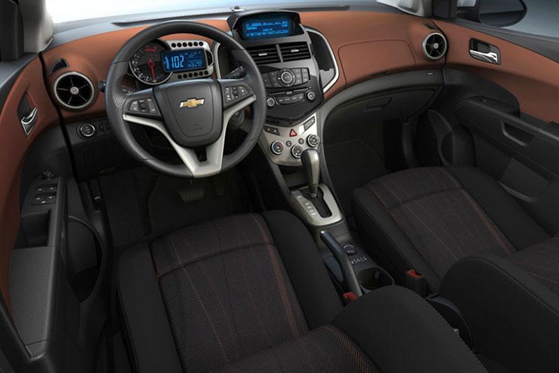 Салон нового Chevrolet Aveo.